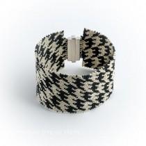 Houndstooth Glass Bead Bracelet